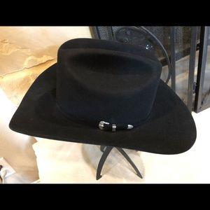 Bailey Pro 5x western cattleman hat.